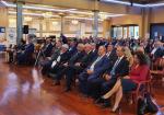 Zdjęcie przedstawia scenę w sali konferencyjnej za mównicą stoi i przemawia Prezes Zarządu ZPP Andrzej Płonka - Starosta Bielski