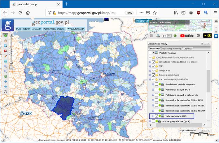 Ilustracja zawiera zrzut ekranu z serwisu geoportal.gov.pl na którym przedstawiono obszar Polski z wyrożnionym województwe opolskim. Na liście warstw serwisu wyróżniono warstwę informatyzacja ZUD, na której prezentowane są powiaty z rozpoczętym porcesem cyfryzacji narad koordynacyjnych