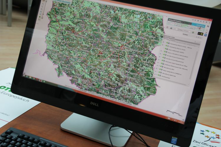 Geoportal na monitorze
