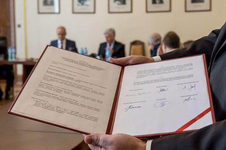 Fotografia podpisanego listu intencyjnego