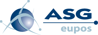 Logo ASGEUPOS od lewej strony niebieska kula z oplatającymi ją trzema elipsami po prawej napis wielkimi literami ASG oraz pod kreską eupos małymi literami napisy w kolorze niebieskim