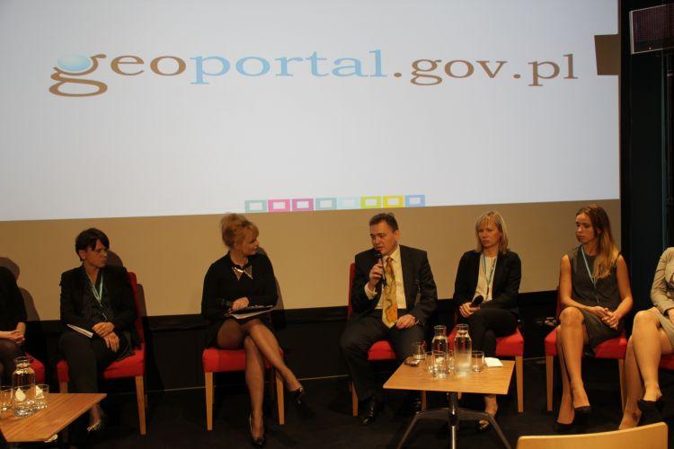 Widok ogólny panel dyskusja o Geoportalu